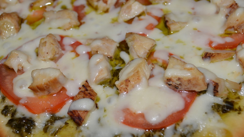Gluten Free Tomato and Chicken Pesto Pizza