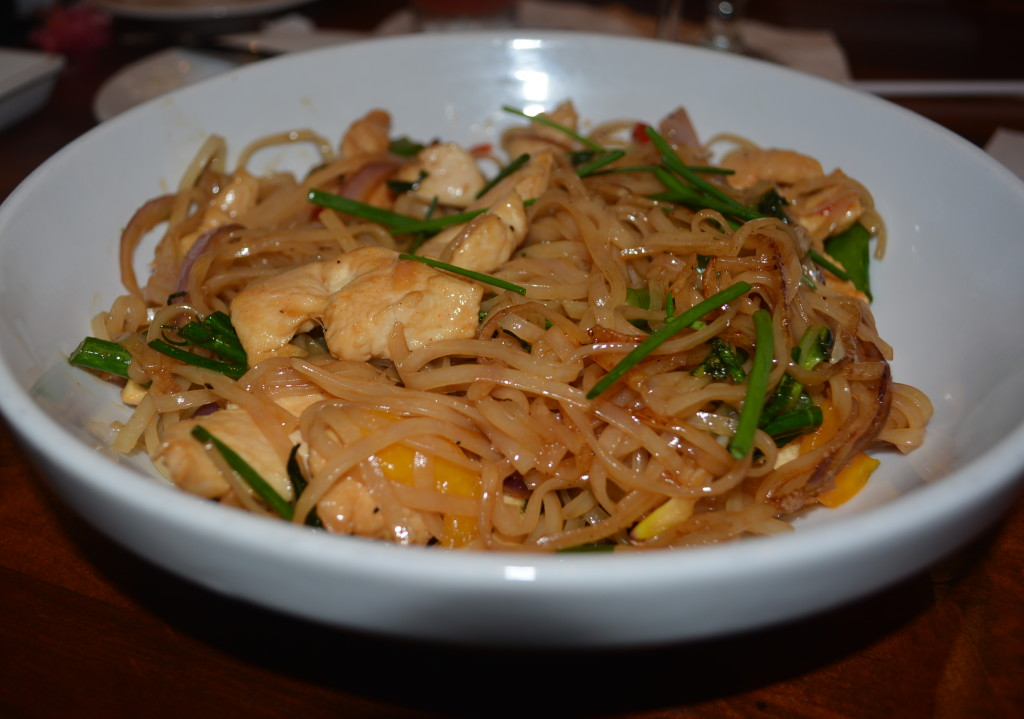 Large bowl full of Kona Cafe's gluten free Pan-Asian Noodles!