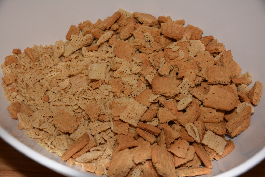 Rice chex mixed with honeygram cookies.